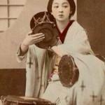 一世紀の時を超えて蘇る…強く靭やかな日本人女性の着物姿